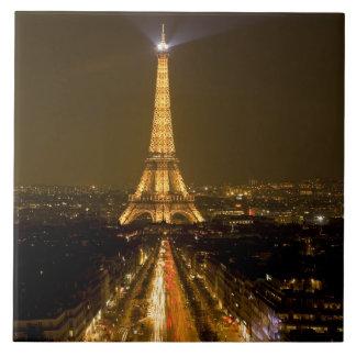 フランス、パリ。 エッフェル塔の夜の眺め タイル