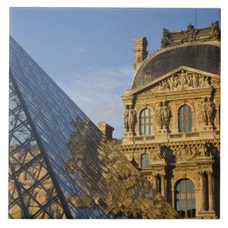 フランス、パリ、ルーバー博物館およびピラミッド、 タイル