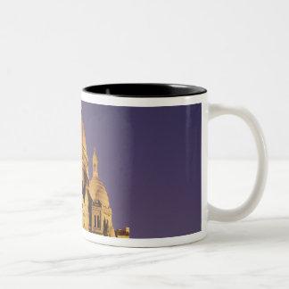 フランス、パリ、薄暗がりのSacré-Coeur ツートーンマグカップ