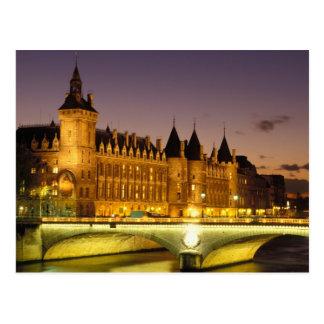フランス、パリ、Conciergerieおよび川セーヌ河の ポストカード