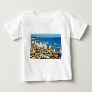 フランス、Hyeres、Var、港およびマリーナ ベビーTシャツ