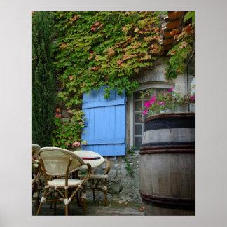 フランス、Les Baux deプロバンスのcaféのテラス ポスター