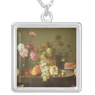 フルーツおよび花の静物画 シルバープレートネックレス