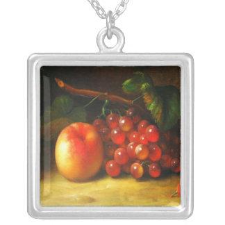 フルーツのネックレスが付いている静物画 シルバープレートネックレス