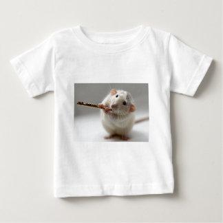 フルートを演奏しているかわいいラット ベビーTシャツ