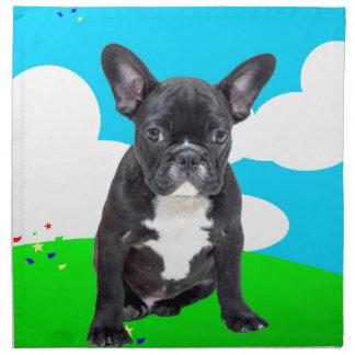 フレンチ・ブルドッグの子犬のハッピーバースデーは庭を曇らせます ナプキンクロス