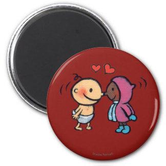 フレンドリーなエスキモーの鼻は子供に接吻します マグネット