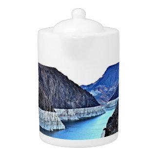 フーバー・ダムかコロラド川の茶ポット