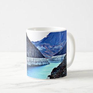 フーバー・ダムのコロラド川のコーヒーカップかマグ コーヒーマグカップ