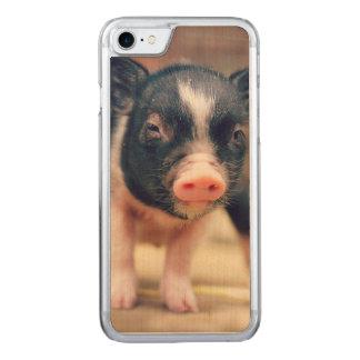 ブタの恋人のためのPiebaldのブタの子犬 Carved iPhone 8/7 ケース