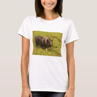 ブタは人々の余りにTシャツです Tシャツ