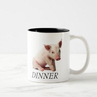 ブタ、夕食 ツートーンマグカップ