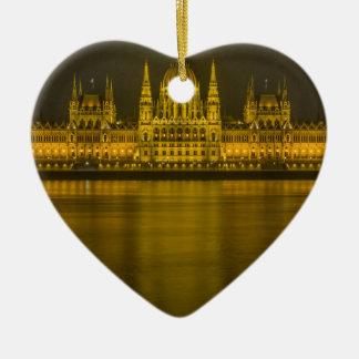 ブダペストのハンガリーの議会の建物 セラミックオーナメント