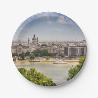 ブダペストの夏の都市景観、ハンガリー旅行写真 ペーパープレート
