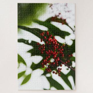 ブッシュの緑のパズルの赤い果実 ジグソーパズル