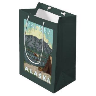 ブッシュの飛行機及び魚釣り- Valdez、アラスカ ミディアムペーパーバッグ