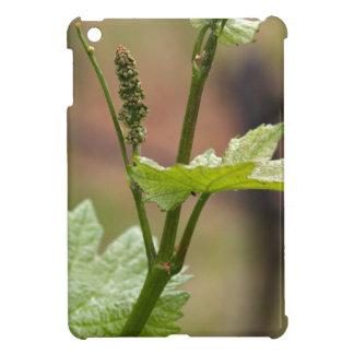ブドウつる植物の新しい芽 iPad MINIケース