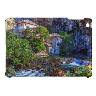 ブナの滝、ボスニアの小さい村Blagaj iPad Miniケース