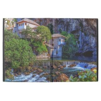 """ブナの滝、ボスニアの小さい村Blagaj iPad Pro 12.9"""" ケース"""