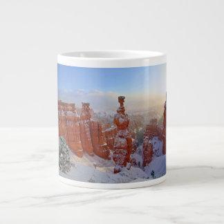 ブライス渓谷-朝の吹雪 ジャンボコーヒーマグカップ
