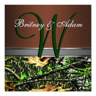 ブラウンおよびコケむした緑の迷彩柄の結婚式招待状 13.3 スクエアインビテーションカード