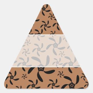 ブラウンおよび黒のコグのねじれの花の設計 三角形シール
