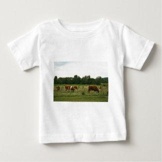 ブラウンおよびHerefordの白い牛 ベビーTシャツ