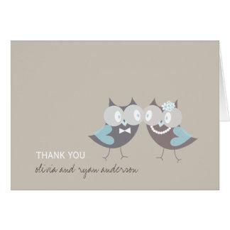 ブラウンのお洒落でかわいい結婚の青いフクロウは感謝していしています カード