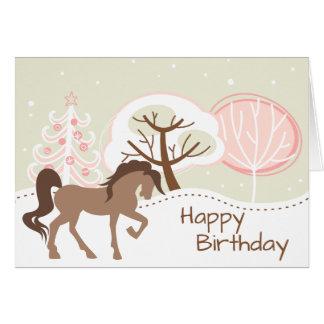 ブラウンのかわいらしい馬のSnowyのピンクの冬の誕生日 カード