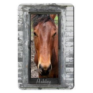 ブラウンのかわいらしい馬は、名前をカスタマイズ マグネット