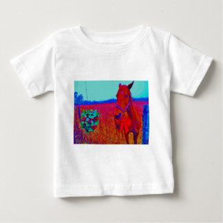 ブラウンのクリスマスによって着色される馬: 名前を加えて下さい ベビーTシャツ