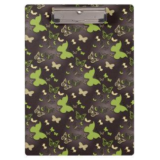 ブラウンのクリップボードの緑の蝶 クリップボード