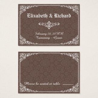 ブラウンのゴシック様式ビクトリアンなダマスク織の結婚式の座席表 名刺