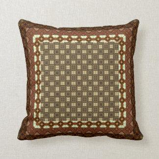 ブラウンのタイルを張られた幾何学的なパッチワーク クッション