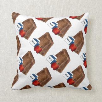 ブラウンのバッグの学校給食の先生のギフトの枕 クッション
