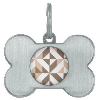 ブラウンのパッチワークの幾何学的なDecoの立方体パターン ペットネームタグ