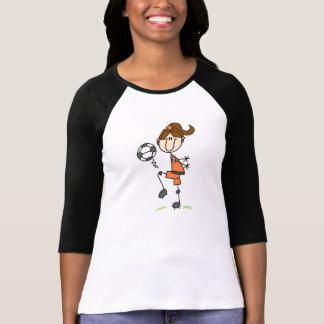 ブラウンの毛の女の子のサッカーのTシャツ Tシャツ