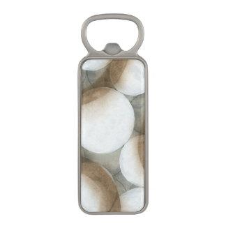 ブラウンの白い球体及び円 マグネット栓抜き