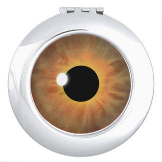 ブラウンの目のアイリスカッコいいの眼球の円形のコンパクトミラー