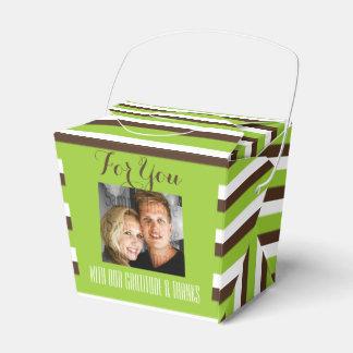 ブラウンの緑の結婚式の写真は縞で飾ります フェイバーボックス