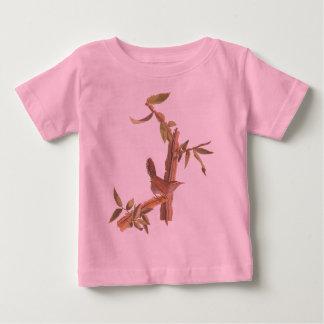 ブラウンの鉄木木のAudubon Bewickのミソサザイの鳥 ベビーTシャツ