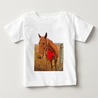 ブラウンの馬の赤い弓 ベビーTシャツ