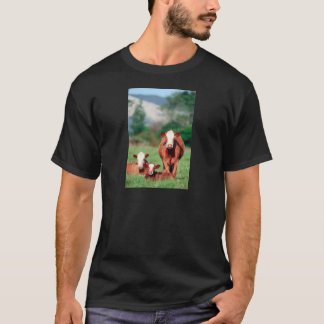 ブラウンのherefordの牛 tシャツ