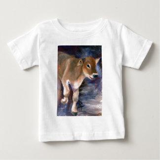ブラウン・スイスの子牛の乳児のTシャツ ベビーTシャツ
