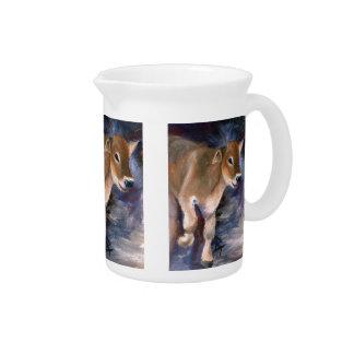 ブラウン・スイスの子牛の水差し ピッチャー