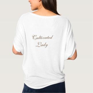 ブラウン-耕された女性 Tシャツ