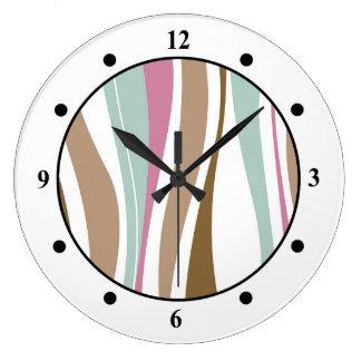 ブラウン、青及びピンクのレトロの波状のデザイン ラージ壁時計