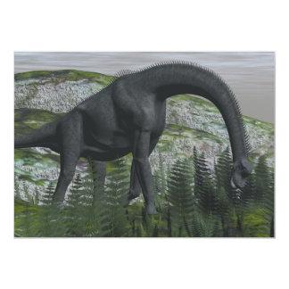 ブラキオサウルスの恐竜の食べ物のシダ- 3Dは描写します 12.7 X 17.8 インビテーションカード