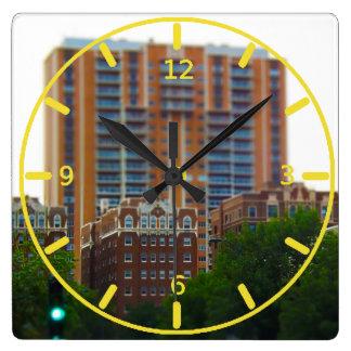 ブラシの入り江のカントリークラブの広場KCに沿うコンドミニアム スクエア壁時計
