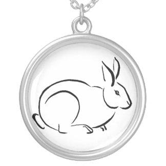 ブラシの芸術のウサギ シルバープレートネックレス